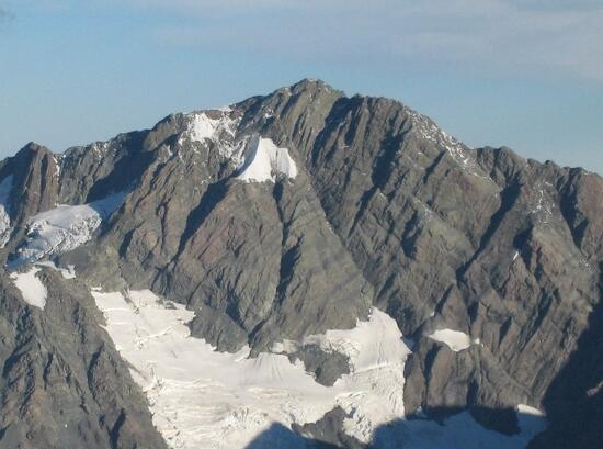 This image of Haeckel Peak in the Malte Brun Range shows rock strata that were once laid down horizontally on the sea floor, now uplifted and tilted steeply up to the right (south). This view is eastwards from near the summit of the Minerets on the Main Divide of the Southern Alps. Image: Julian Thomson.