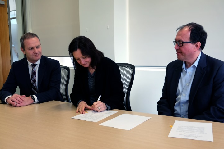 MBIE deputy CE Chris Bunny, GNS Science board chair Nicki Crauford and GNS Science CE Ian Simpson sign the MOU