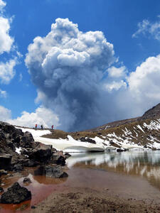 Te Maari 21/11/2012 eruption column taken from Emerald Lakes. Photo Brad Scott.