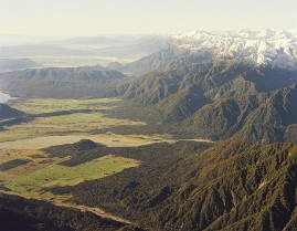 Looking north along the Alpine Fault near Franz Josef, with the Southern Alps to the right (east). Image: GNS Science.
