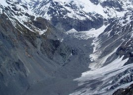 Aprons of rock debris make up the scree slopes alongside the Mueller Valley near Mount Cook. Image: Julian Thomson.
