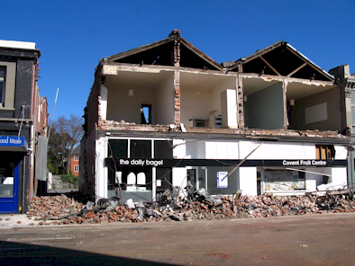 Damaged brick building on Victoria Street in Christchurch - Photo by Ian Chan